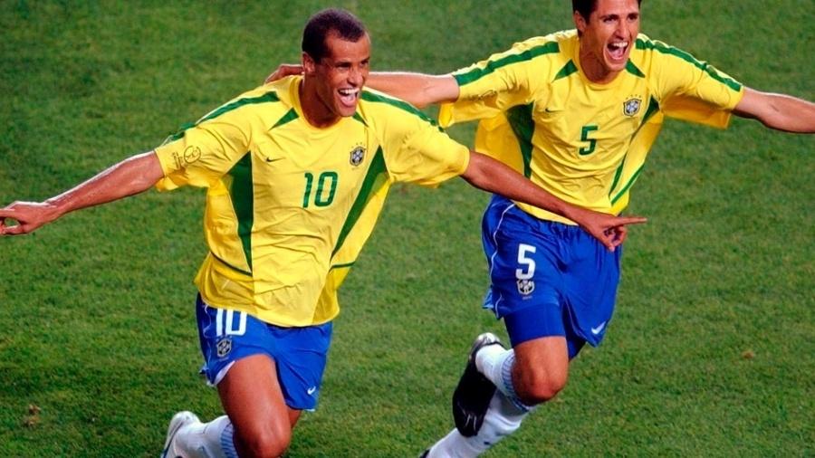 Rivaldo e Edmílson, na Copa do Mundo de 2002 - Reprodução/Trivela/UOL