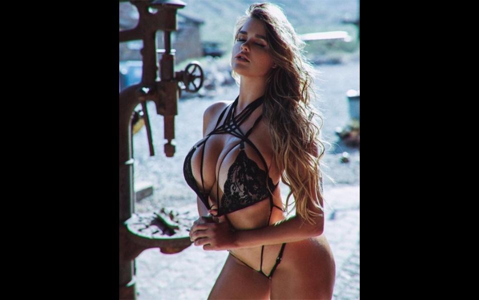 3.ago.2017 - A russa Anastasia Kvtiko se destaca no Instagram com fotos de seu corpo volumoso. Cada foto postada pela beldade tem em média 100 mil likes