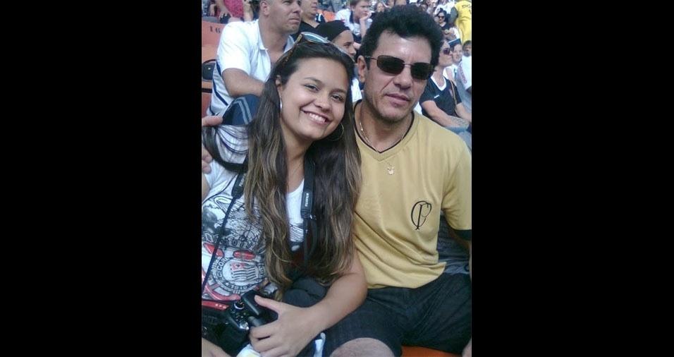 Luis Roberto, de Jacareí (SP), em foto com a filha Pâmela no estádio do Pacaembu, parabenizou os pais e também as mães que se desdobram no papel de pai também!