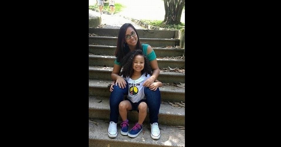 2.mai.2017 - Érica posa ao lado da filha, Isabella, que ama demais a mamãe. Elas vivem em São Paulo (SP).