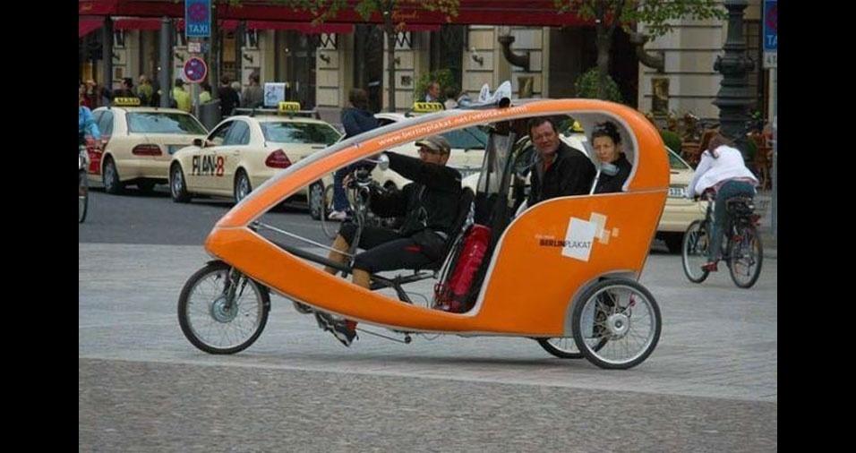 32. Taxista de Berlim, na Alemanha, também precisam pedalar