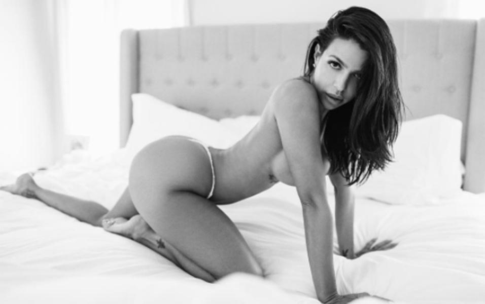 12.jun.2017 - A modelo Vida Guerra presentou os seus mais de 500 mil seguidores no Instagram com fotos de um novo ensaio sensual. A gata cubana de 42 anos mostrou suas belas curvas em um ensaio em Los Angeles