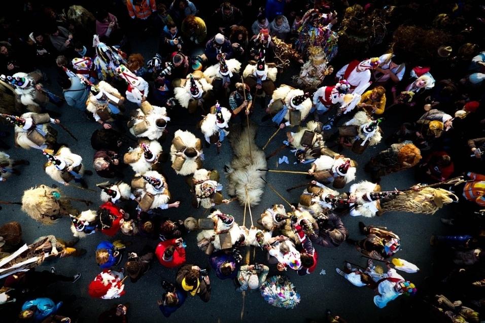 """Em terceiro lugar, na categoria """"pessoas"""", ficou uma imagem do festival espanhol La Vijanera"""
