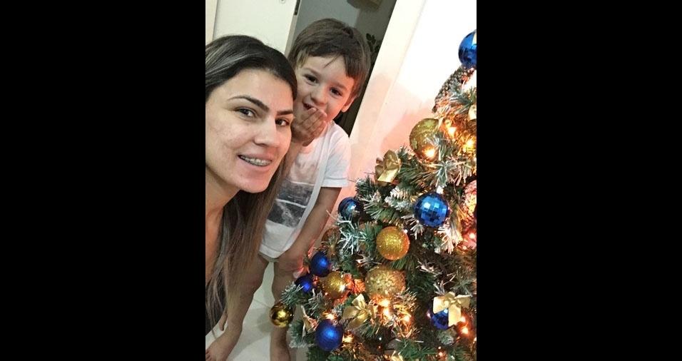 Natali e o filho Caio em clima de Natal, de Itajaí (SC)