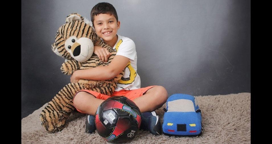 Os pais Anderson e Dayse enviaram foto do filho Pedro, com seus brinquedos preferidos