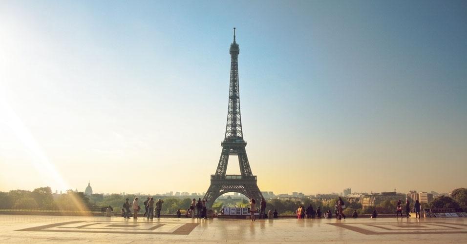1. De acordo com pesquisa da Organização Mundial do Turismo (UNWTO) divulgada em novembro de 2015, a França foi o país mais visitado do mundo em 2014, com 83,7 milhões de turistas. Veja a seguir os outros 49 países mais visitados, em número de desembarques
