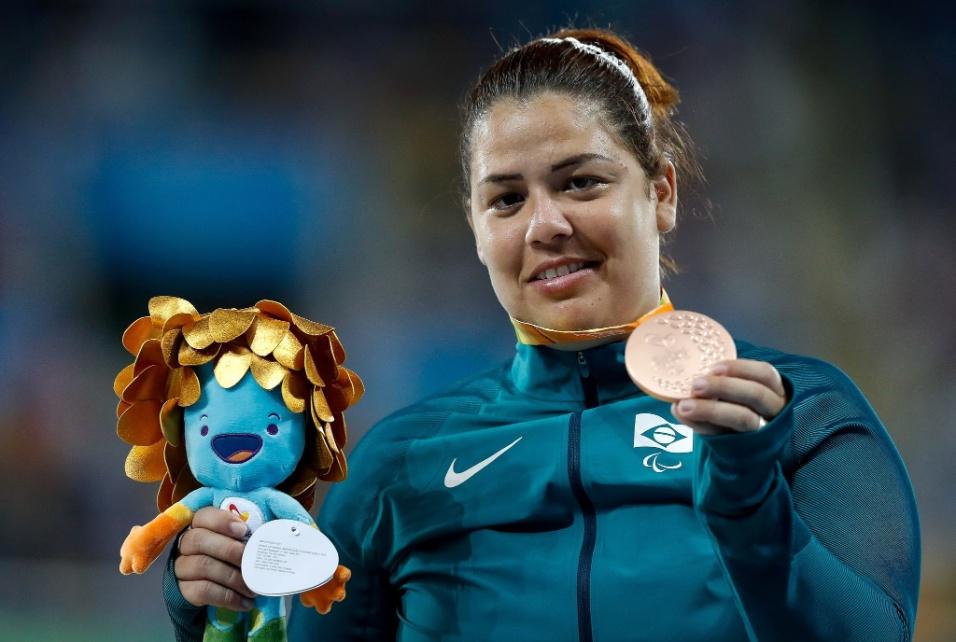 15.set.2016 - Marivana Oliveira marcou 9 metros e 28 centímetros no arremesso de peso para ganhar o bronze na categoria F35