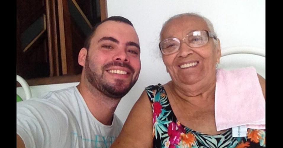Carlos com a vovó Maria Virgilia, de Estância da Serra (SE)