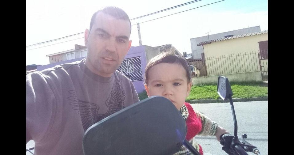 Eduardo com o papai Sidilen, de Rio Grande (RS)