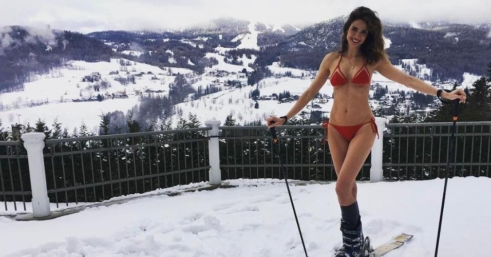 11.jan.2017 - Enquanto alguns brasileiros reclamam do calor, Luciana Gimenez tira férias nas estações de esqui de Aspen, nos Estados Unidos. Em seu Instagram, a apresentadora publicou uma foto de biquíni em plena neve, sob uma temperatura abaixo de zero.