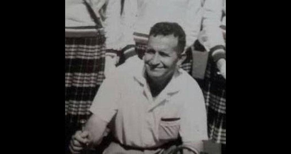 """Tina Fusco enviou foto de seu pai Joaquim, num momento de descontração, e conta: """"Raramente ele sorria. Era muito austero. Falecido em 1990. Um grande ser humano, um grande homem. Um grande pai! Conhecido nas escolas onde trabalhou como 'Cabo Joaquim'. Saudades eternas!"""""""