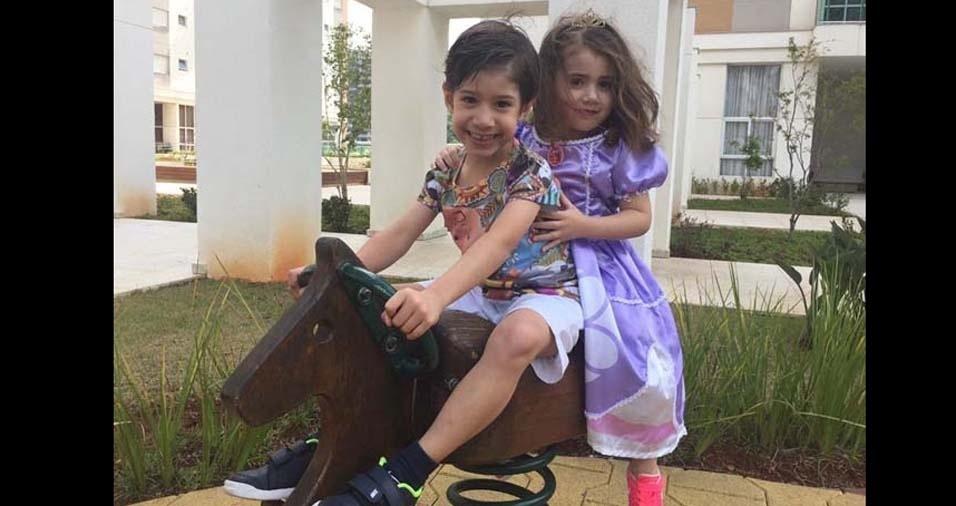 Jane enviou foto dos filhos Pedro Eduardo, de cinco anos, e Clara, de quatro anos