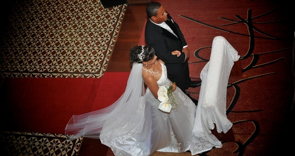 """Marcos Fausto de Souza se casou com Ana Paula em 24 de outubro de 2009, na Matriz de Santo Antônio, em Arapei (SP). """"Este ano faremos 9 anos de casados e com um presente que está para chegar, nosso primeiro bebê, que está previsto para novembro 2018"""""""