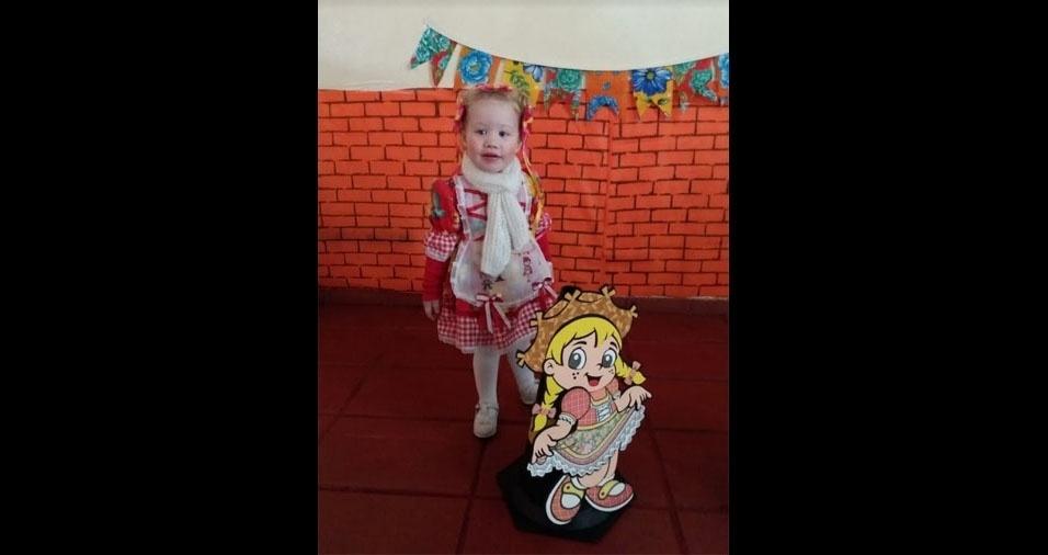 Beatriz, dois anos, é a caipirinha mais linda na opinião da mamãe Mayara Oliveira de Meneses. Elas moram em São Bernardo do Campo (SP)