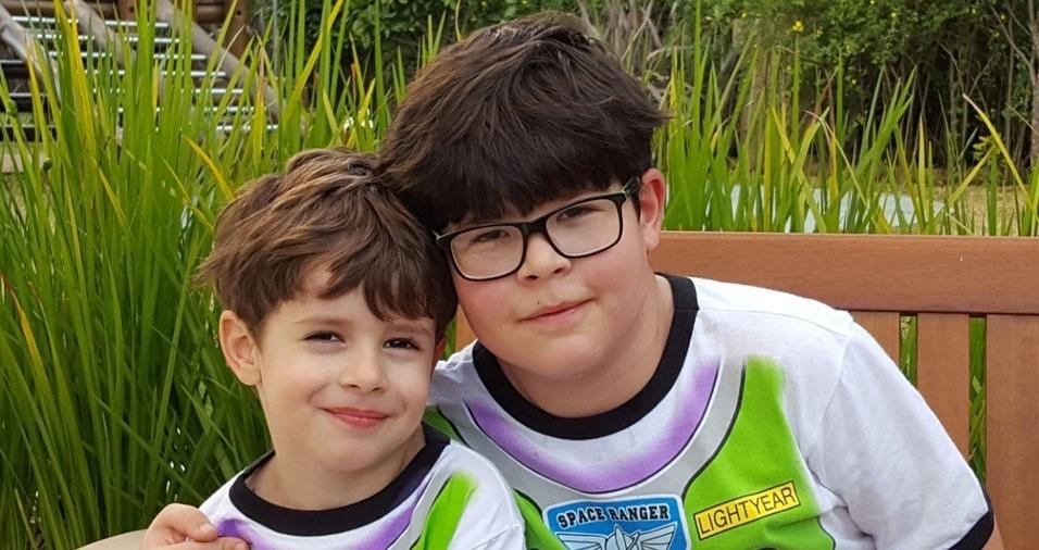 O pai Gersom enviou foto dos filhos fofos Lucca e Luigi