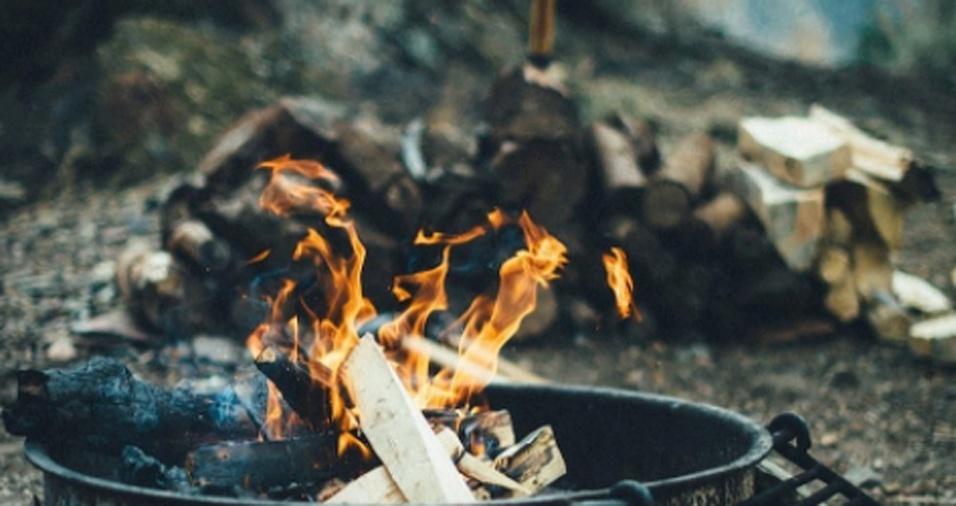 5. Gregg faz questão de registrar as chamas, enaltecendo a beleza do fogo