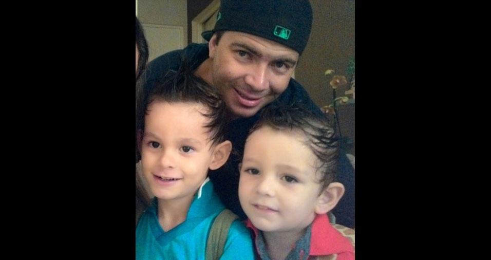 Alan com os filhos Pierri e Henzo, de Jaguariuna (SP)