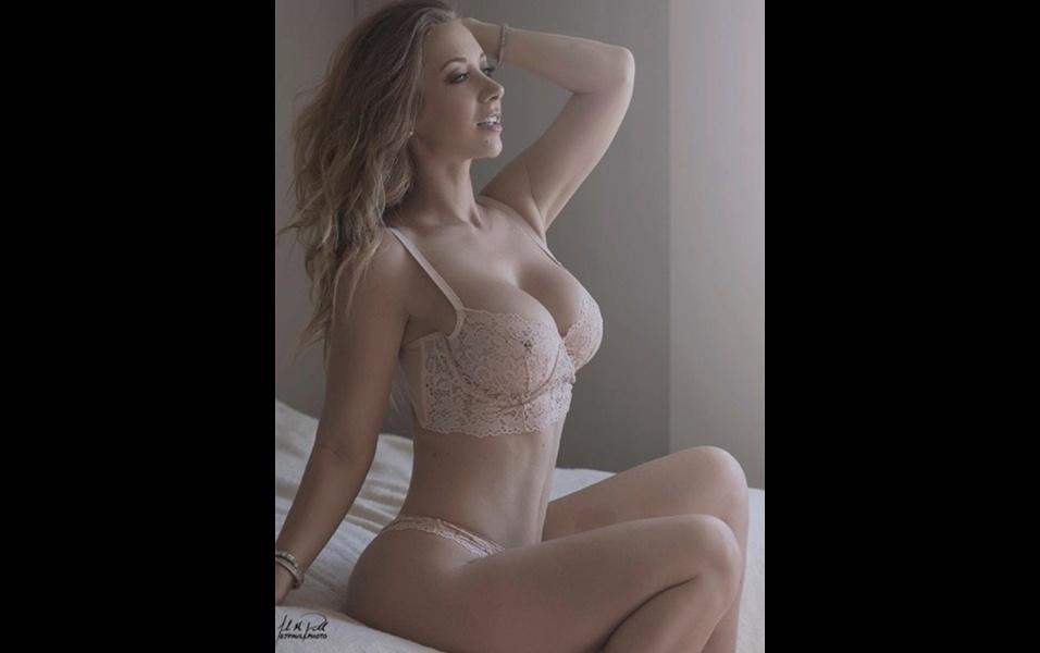 13.dez.2017 - Jayden Jaymes não atua em um filme erótico desde 2016, mas segue abusando da sensualidade com pouca roupa no Instagram