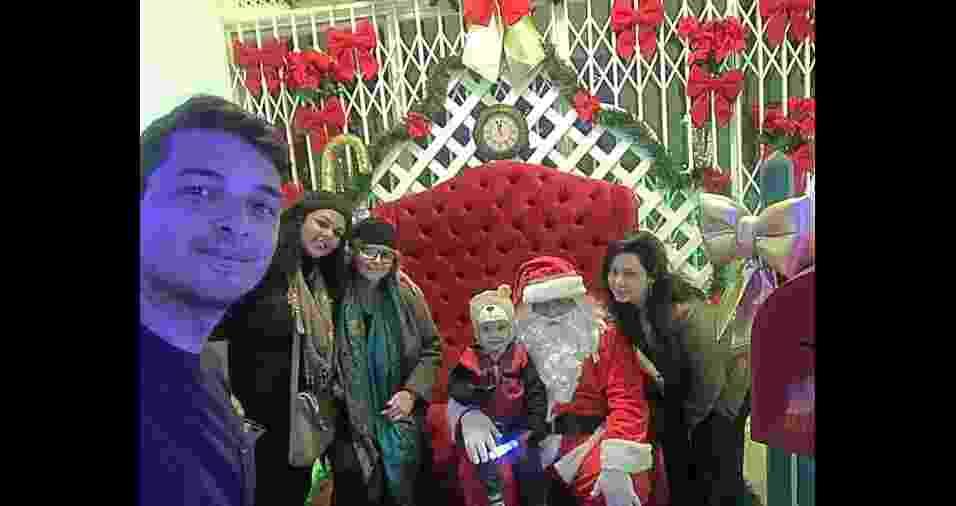 No Natal da família Anjos, em Petrópolis (RJ), estão Silvino Jorge Jr., Daniele Gertrudes,  Denize Fernandes, a mamãe Caroline e o pequeno Miguel  - Arquivo pessoal