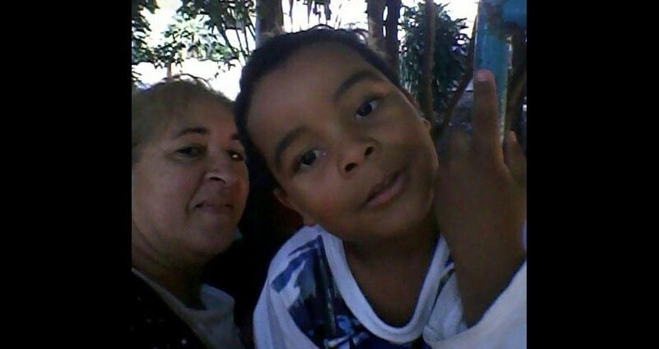 """Laura com o filho """"presente de Deus"""" Guilherme, de quatro anos"""