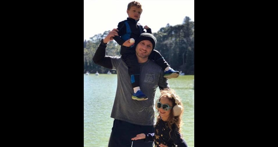 Papai Ademir com os filhos Maria Fernanda e Pedro Henrique, de São Paulo (SP)