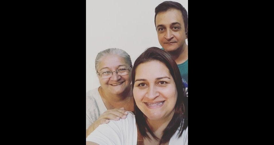 """Katia e Denis com a mãe Cida, do Jaraguá (SP): """"Amamos mais que tudo!"""""""