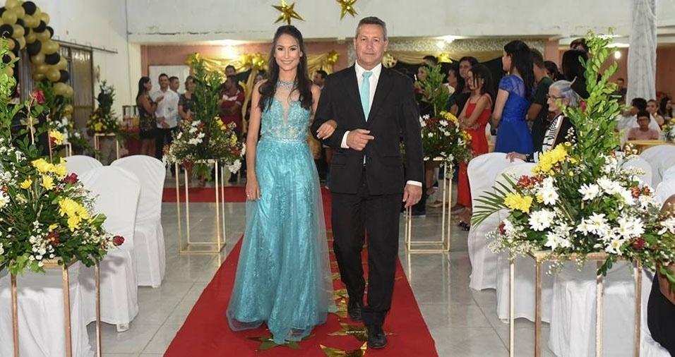 Maria Lissana com o papai Aluysio, de Jucati (PE)