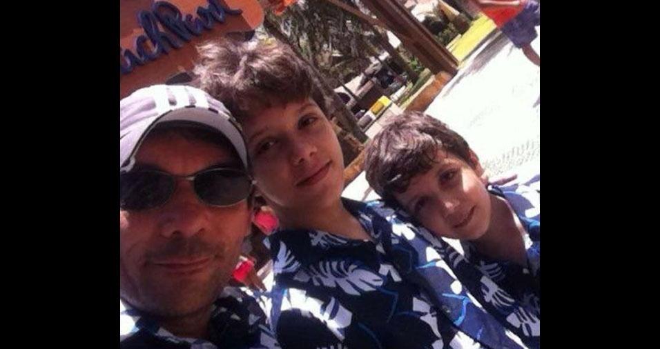 """Emerson R. Mourão, de Fortaleza (CE), manda um recado para os filhos Lucas e Lael: """"Amo vocês, meus filhos!"""""""