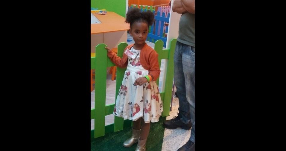 A mãe Tania enviou a foto da linda filha Emanuelle