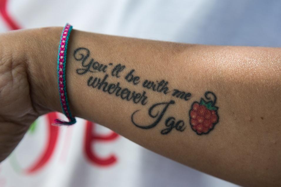 """Grupo Sobre Viver. """"You'll be with me wherever I go"""" (você estará comigo onde eu for, na tradução para o português) é a mensagem que a fundadora e coordenadora do Grupo SobreViver, Flávia Cunha, leva em uma tatuagem em homenagem à filha, Marcela, que morreu 24 horas após o parto, em abril de 2014. A homenagem não está apenas na pele, mas em toda sua vida"""