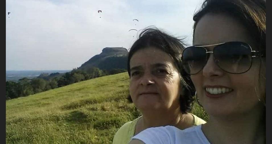 """Cintia Regina Nardo Andreassa com a mamãe Lourice, de Ribeirão Claro (PR): """"Te amo, mãe!"""""""