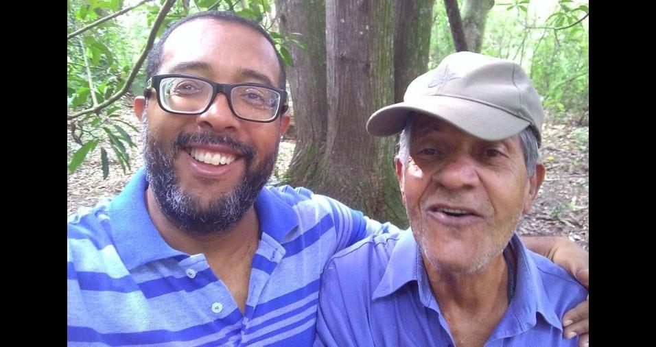 """Paulinho e seu pai, """"o popular Seu Dito Tapera"""". Eles moram em Lorena (SP)"""