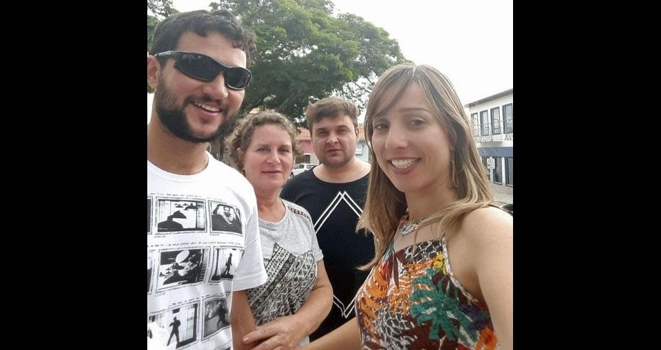 Fátima Aparecida com os filhos Lucas, Claucio e Tais, de Lorena (SP)