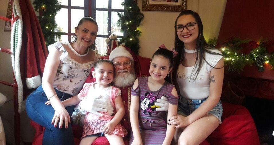 Viviane Marcos, de Tubarão (SC) com as filhas  Manoella e Sophia e a neta Helena