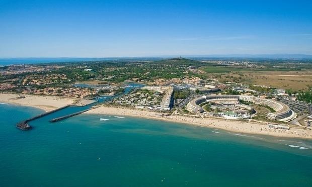 27.ago.2015 -  Vista aérea do complexo Cap d'Agde, no sul da França. Na região, o visitante pode comer, fazer compras e até ir a consultórios médicos sem roupa