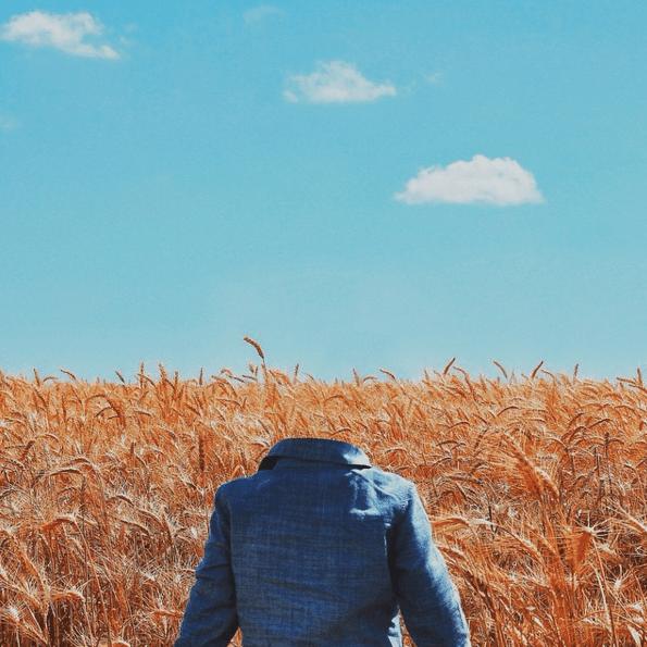 18.dez.2015 - O italiano Giuseppe Pepe, designer na boate espanhola Space Ibiza, não é adepto da selfie, fenômeno que ganha cada vez mais fãs no mundo. Para mostrar seu pensamento, ele criou o projeto