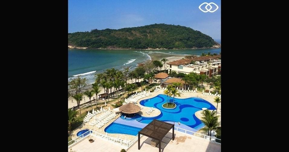 Vista aérea do hotel e da praia