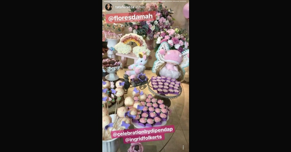 6.ago.2017 - Com o tema unicórnio, a festa de 1 aninho de Melinda reuniu docinhos, flores e muitos detalhes decorativos nas cores rosa, lilás e azul