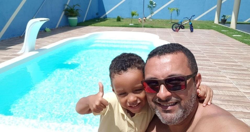 Yuri Silva com o papai Klereston Cesar, de Entre Rios (BA)