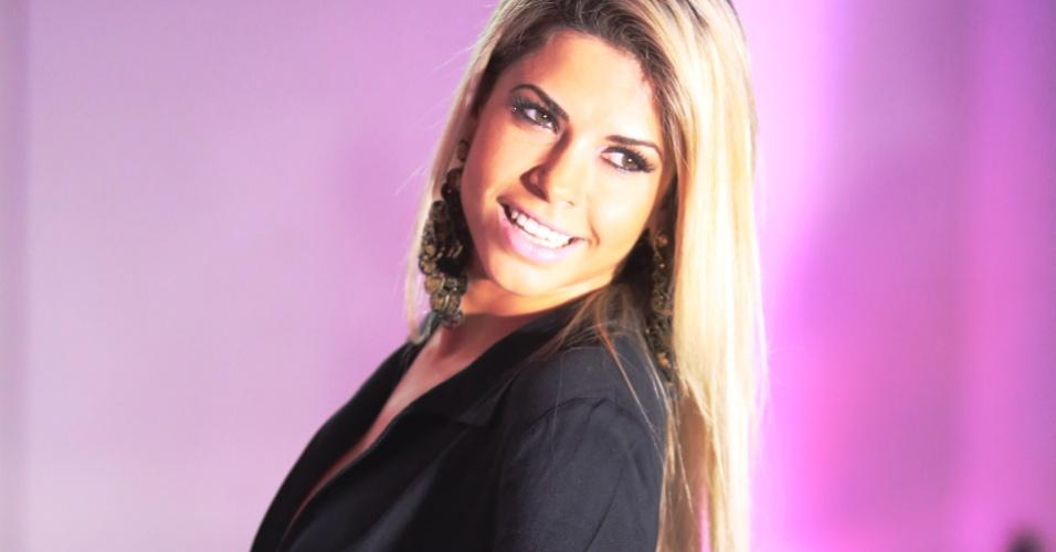 9.nov.2015 - Cacau Colucci, uma das juradas do Miss Bumbum em 2015, posa para os fotógrafos na final do concurso