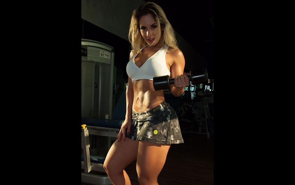 """15.dez.2016 - Ao vencer o concurso Musa do Brasil 2016, Iara Ferreira contou que quer seguir carreira como modelo fitness. """"Não levo o fitness como modinha, é o meu estilo de vida. Me preocupo realmente com o meu corpo e com a minha saúde"""", explica a loira"""