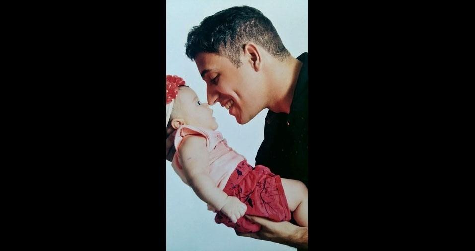 Papai Fábio com a filha Lis