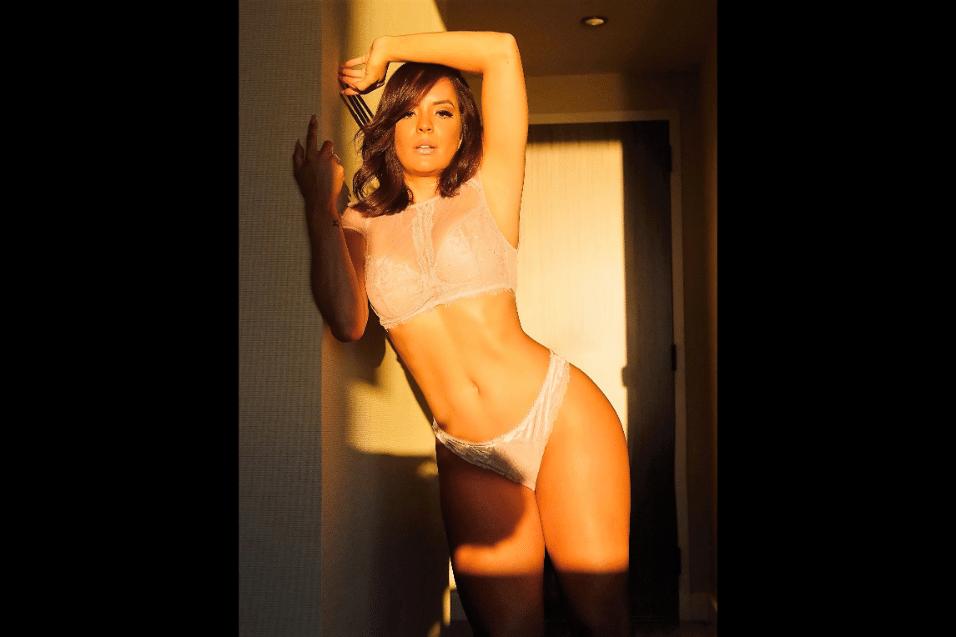 """13.out.2017 - Morando há dois meses em Nova York, a modelo Denise Dias revelou que está focada no trabalho e nos estudos. """"Aqui a vida não para e o ritmo é de correria, mas eu também sou assim"""", contou a modelo, que posou de lingerie na cidade norte-americana"""