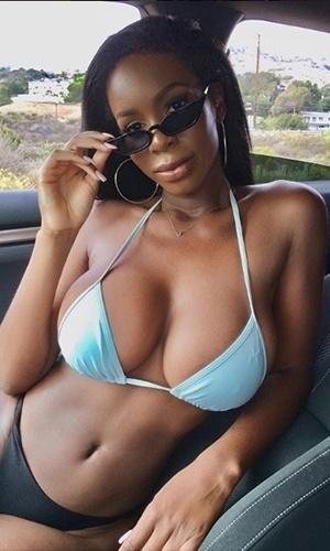 9.out.2018 - Quem não gostaria de pegar uma praia com a Lexxie?