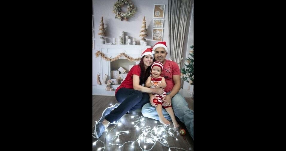 Mário Pereira Pardin e Patrícia compartilharam seu momento natalino com o filho, Vinícius, em Diadema (SP)