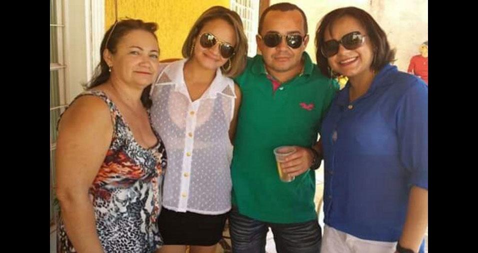 Maria Laudelino Moreira dos Santos, de Luziânia (GO), com as irmãs e a mãe