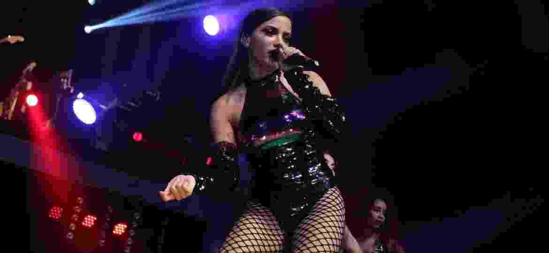 30.abr.2017 - Prestes a lançar nova parceria internacional com Iggy Azalea, Anitta aproveita para rebolar muito no palco do Vivo Rio - AgNews