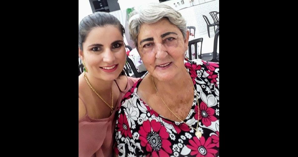 """Tânia Katiuça Ferreira com sua vovó Romilda Vitória Ferreira, de 72 anos: """"Minha vovó é linda e feliz, admiro demais essa guerreira."""""""