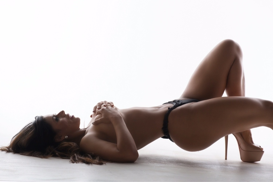 """20.fev.2016 - """"No mundo fitness existe muita porcaria sendo ingerida toda hora por mulheres que não sabem o mal que estão fazendo para o corpo para o resto da vida, já fui uma dessas mulheres, li sobre a dieta vegana, me interessei e hoje sou adepta e uma divulgadora dela"""