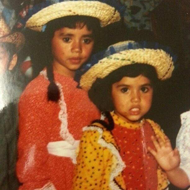 12.out.2012 - Aos 4 anos de idade, Gracyanne Barbosa (dir.) aparece fantasiada ao lado da irmã Barbara em foto publicada por Gracyanne Barbosa no Instagram